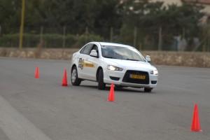 לימוד נהיגה על רכב ידני