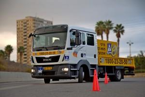 לימוד נהיגה על משאית קלה